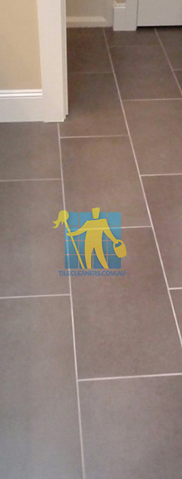 traditional bathroom with brown porcelain tiles rectangular with white grout lines perth